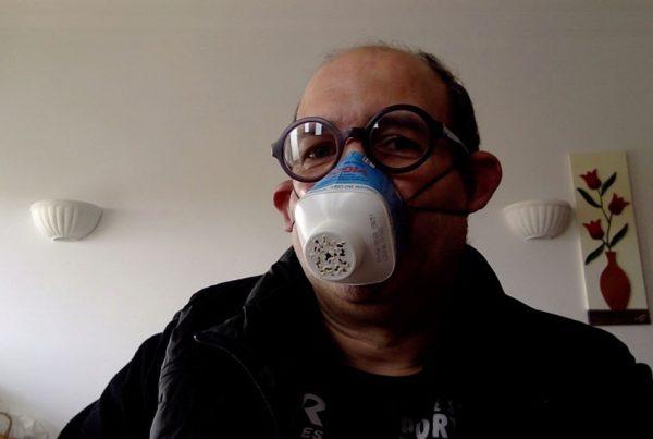 Alexandre Guedes da Silva com máscara alternativa